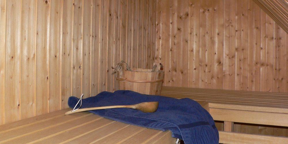 Und auch für den Winter bietet das Haus alle Annehmlichkeiten, denn die Sauna und der dänische Kaminofen laden zu entspannten Stunden ein und machen Sie von Wetterkapriolen unabhängig.